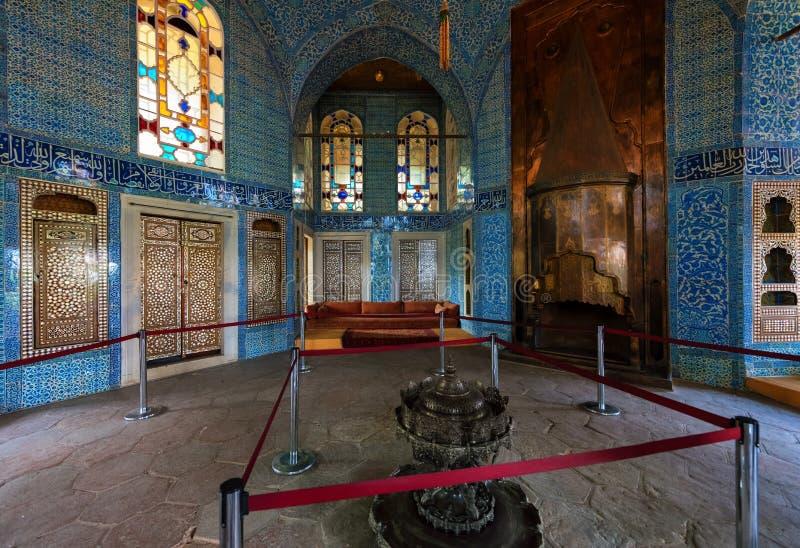 Οθωμανική αίθουσα σουλτάνων στο παλάτι Topkapi, Ιστανμπούλ, Τουρκία στοκ εικόνες