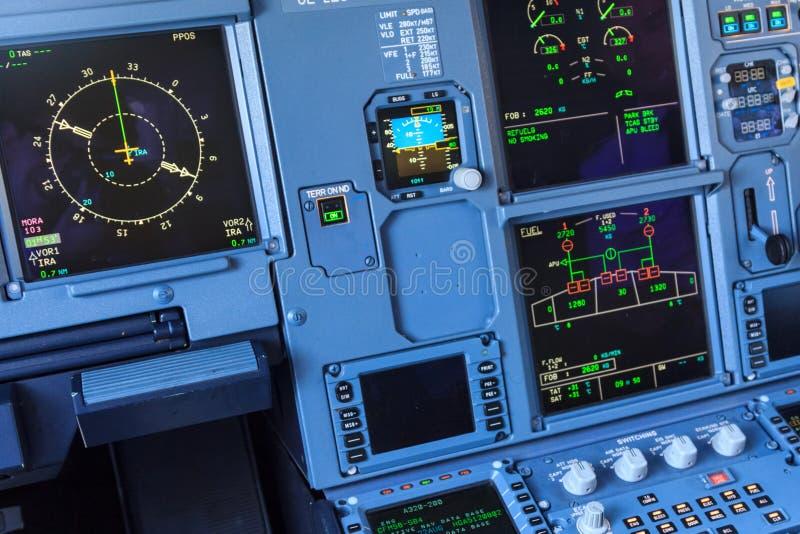 Οθόνες πιλοτηρίων αεροπλάνων στοκ εικόνες