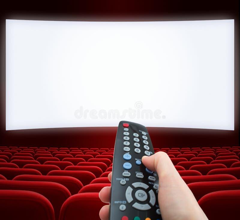 Οθόνη κινηματογράφων με τον τηλεχειρισμό διαθέσιμο απεικόνιση αποθεμάτων