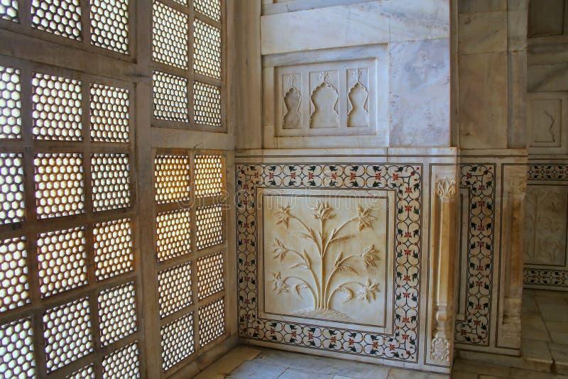 Οθόνη jali δικτυωτού πλέγματος και διακοσμημένος τοίχος μέσα σε Taj Mahal, Agra, U στοκ εικόνες με δικαίωμα ελεύθερης χρήσης
