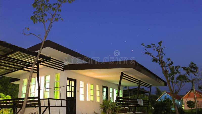 'Οικία' στη νύχτα. στοκ φωτογραφία