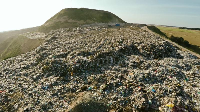 Οικιακά απόβλητα απορρίψεων πόλεων εναέριο strandja φωτογραφίας βουνών της Βουλγαρίας στοκ εικόνες με δικαίωμα ελεύθερης χρήσης