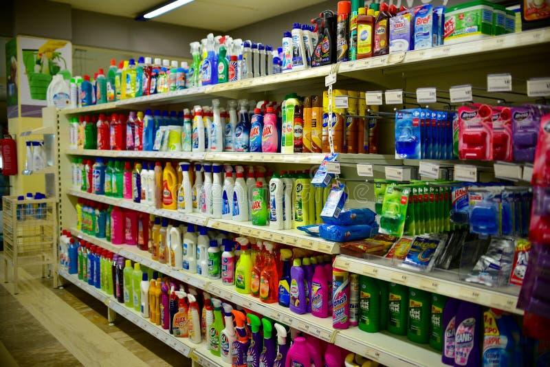 Οικιακές χημικές ουσίες στο πολυκατάστημα στοκ εικόνα με δικαίωμα ελεύθερης χρήσης
