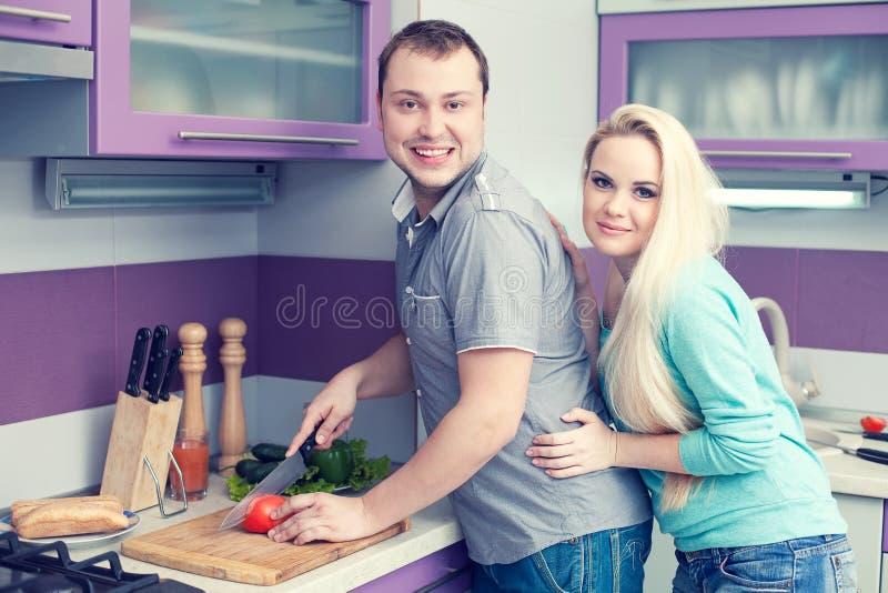 οικογένεια έννοιας ευτ& Πορτρέτο του ρομαντικού ζεύγους στοκ εικόνες