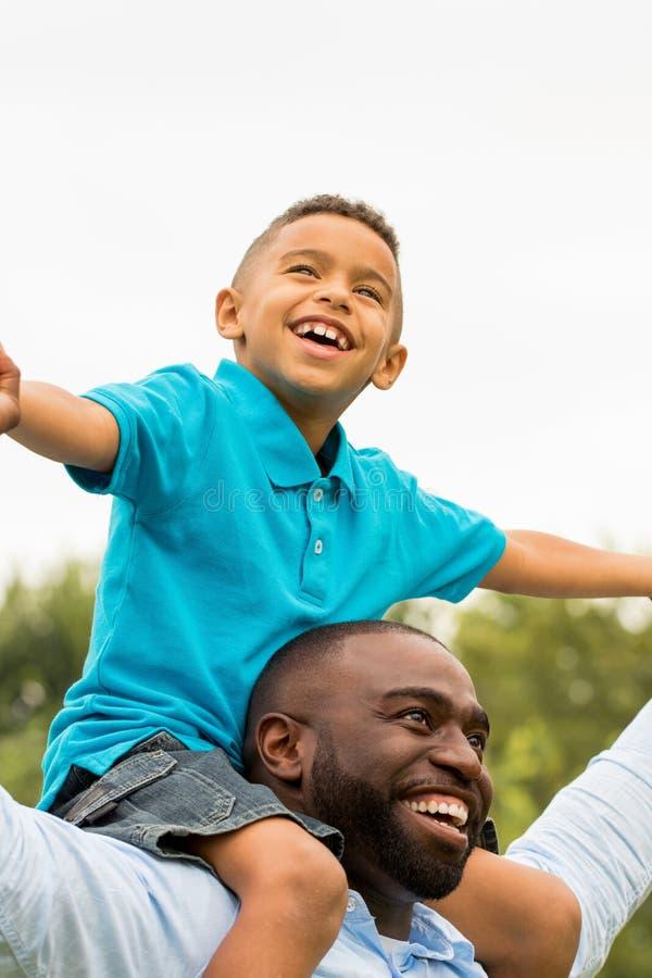 οικογένεια αφροαμερικ στοκ φωτογραφίες με δικαίωμα ελεύθερης χρήσης