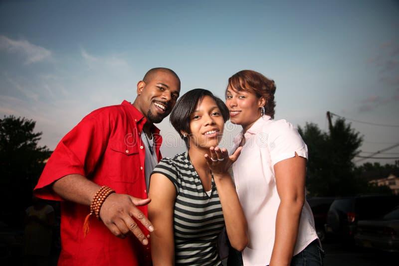 οικογένεια ευτυχής υπ&alp στοκ εικόνα με δικαίωμα ελεύθερης χρήσης