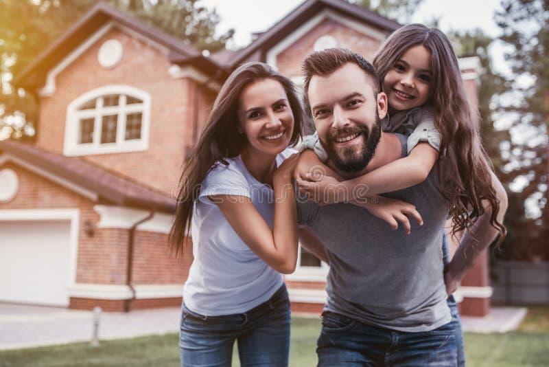 οικογένεια ευτυχής υπ&alp
