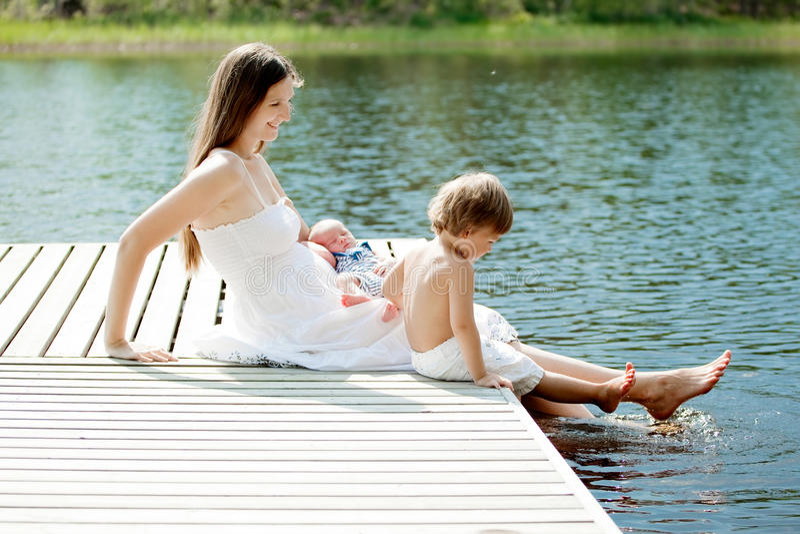 οικογένεια ευτυχής στοκ φωτογραφία με δικαίωμα ελεύθερης χρήσης