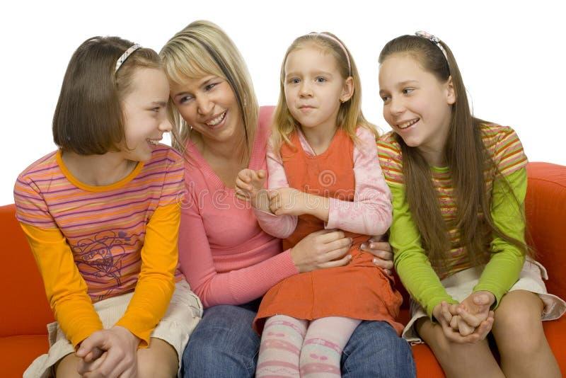 Download οικογένεια ευτυχής στοκ εικόνα. εικόνα από αδελφές, άνθρωποι - 2229937