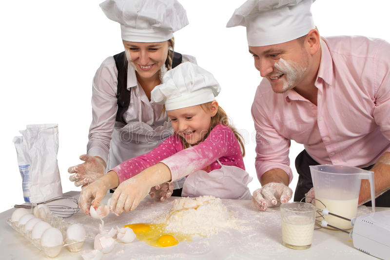 Οικογένεια που μαγειρεύει από κοινού στοκ εικόνα
