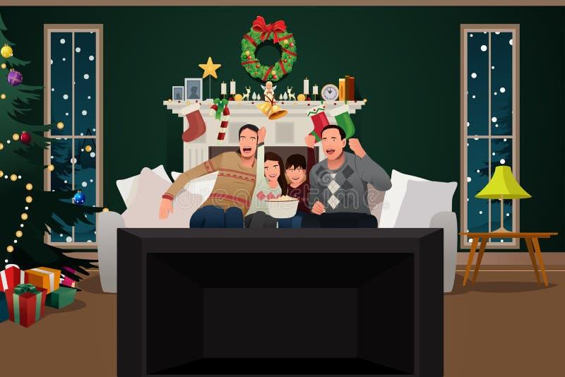Οικογένεια που προσέχει τη TV κατά τη διάρκεια της εποχής Χριστουγέννων ελεύθερη απεικόνιση δικαιώματος