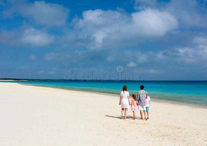 Οικογένεια στην παραλία στοκ φωτογραφίες με δικαίωμα ελεύθερης χρήσης