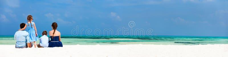 Οικογένεια στις θερινές διακοπές στοκ εικόνες με δικαίωμα ελεύθερης χρήσης