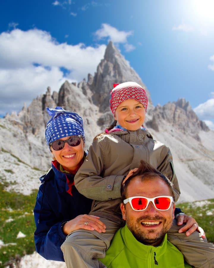 Οικογένεια στο πεζοπορώ στοκ εικόνα με δικαίωμα ελεύθερης χρήσης