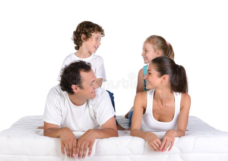 Οικογένεια στο στρώμα στοκ εικόνα