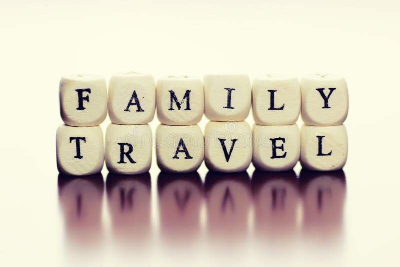 Οικογένεια ταξιδιού κύβων κειμένων στοκ φωτογραφία με δικαίωμα ελεύθερης χρήσης