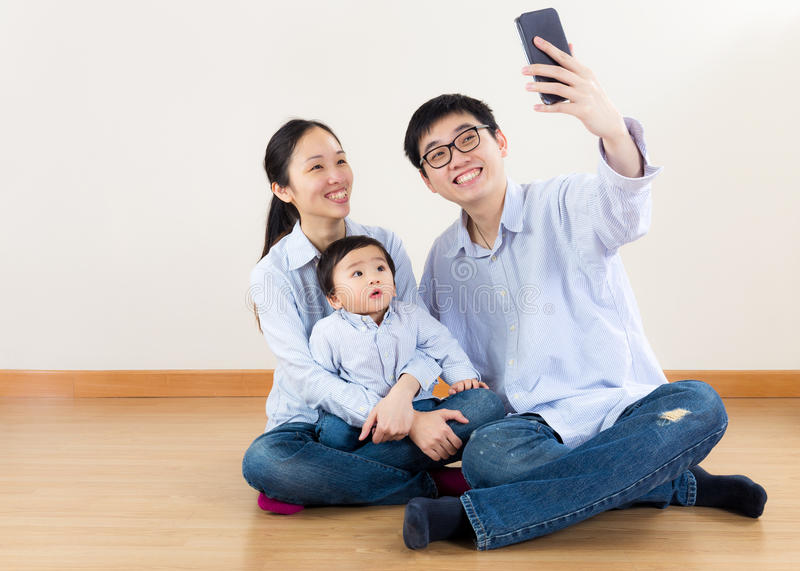 Οικογένεια της Ασίας selfie στοκ φωτογραφία με δικαίωμα ελεύθερης χρήσης