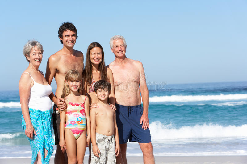 Οικογένεια τριών γενεάς στις διακοπές στην παραλία στοκ εικόνα με δικαίωμα ελεύθερης χρήσης