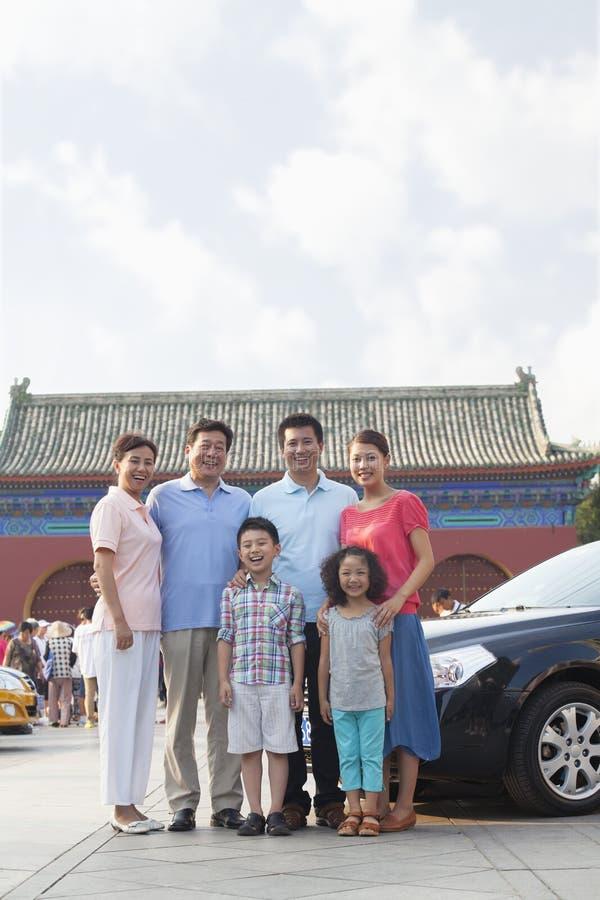 Οικογένεια Multigenerational που χαμογελά, πορτρέτο στοκ φωτογραφίες