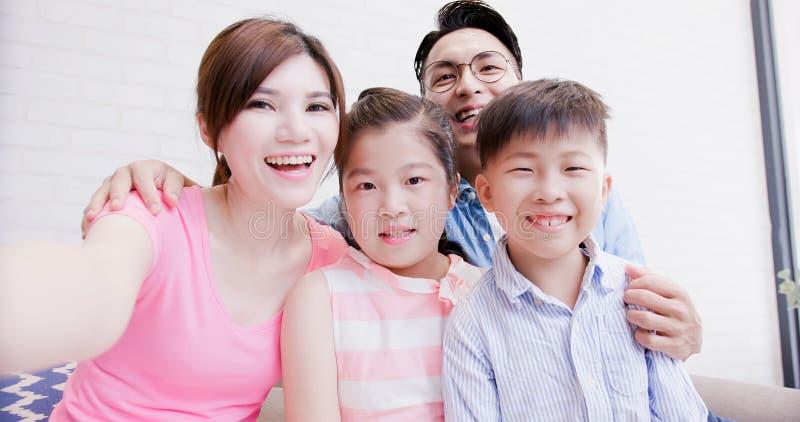 Οικογένεια selfie ευτυχώς στοκ εικόνες