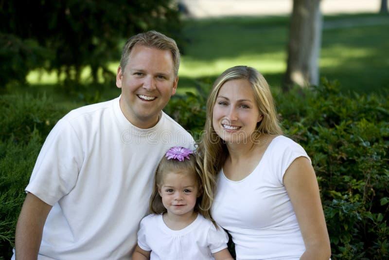 οικογενειακές ευτυχείς νεολαίες στοκ εικόνα
