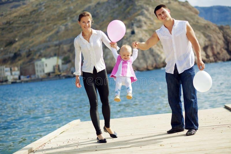 οικογενειακές ευτυχ&ep στοκ εικόνα