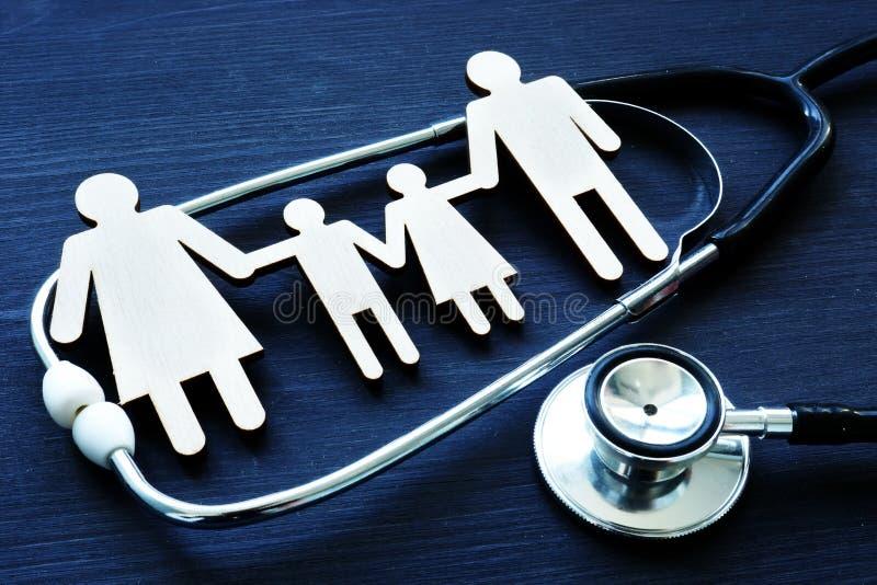 Οικογενειακές πρακτικές Αριθμοί και στηθοσκόπιο η υγεία προσοχής όπλων απομόνωσε τις καθυστερήσεις στοκ εικόνες