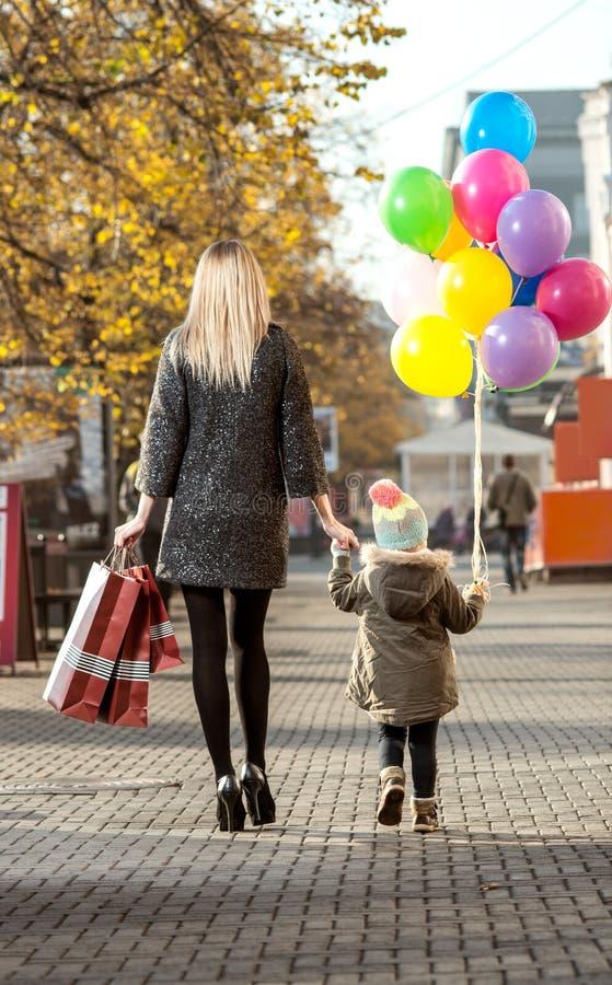 Οικογενειακή έννοια αγορών στοκ φωτογραφία