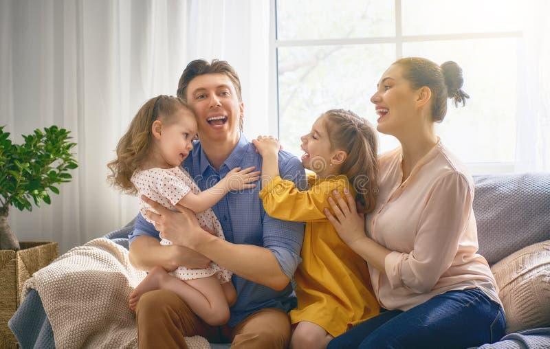 οικογενειακή ευτυχής & στοκ φωτογραφίες με δικαίωμα ελεύθερης χρήσης