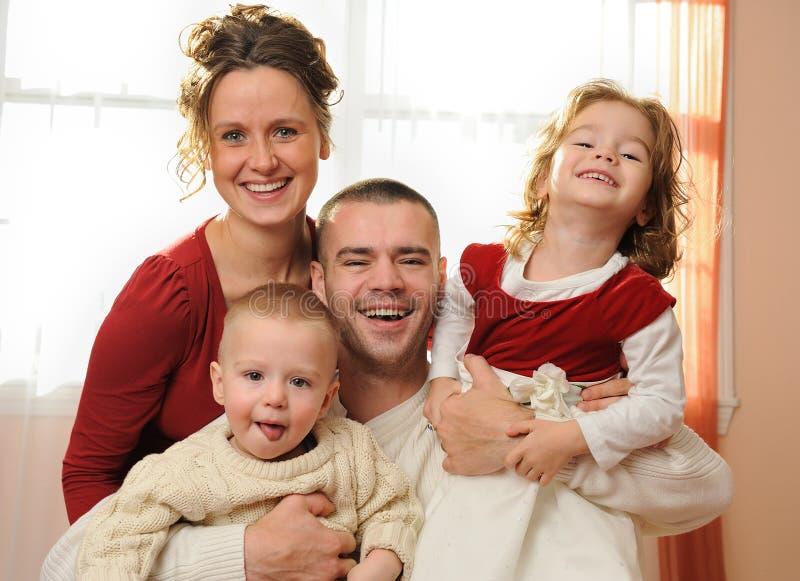 οικογενειακό ευτυχές σπίτι στοκ εικόνες