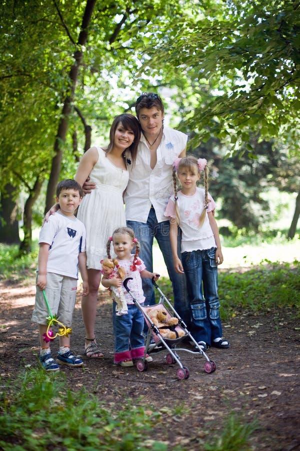 οικογενειακό ευτυχές  στοκ φωτογραφία με δικαίωμα ελεύθερης χρήσης