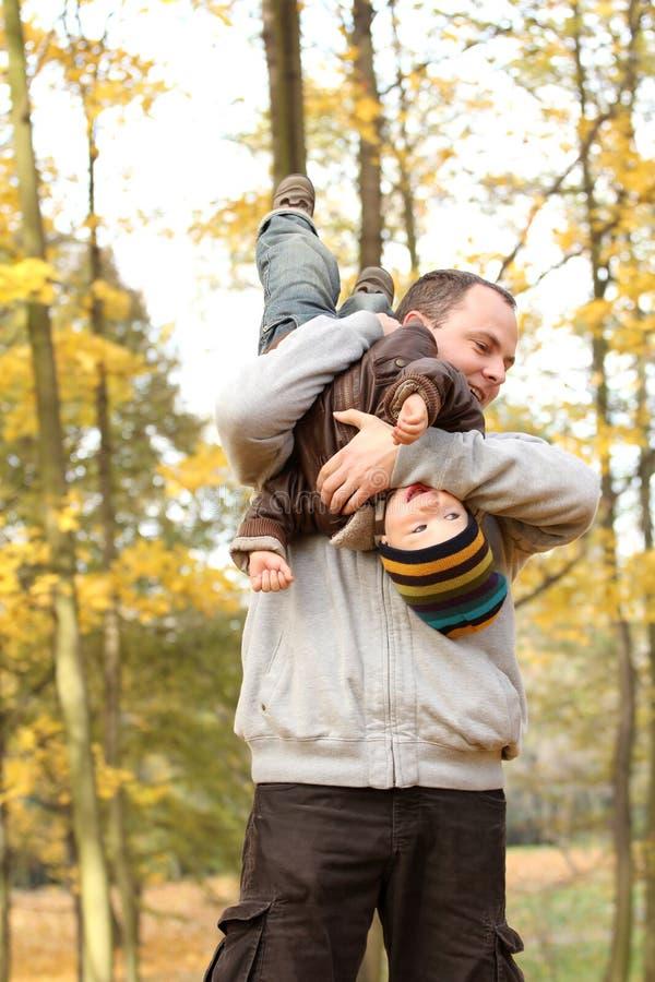οικογενειακό ευτυχές & Στοκ Φωτογραφίες