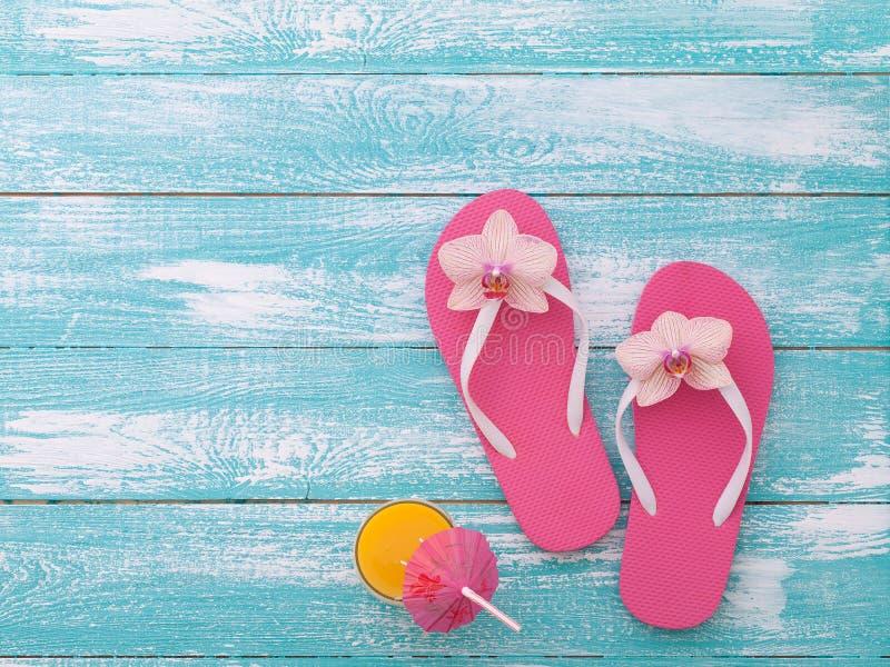 οικογενειακό καλές διακοπές καλοκαίρι σας Beachwear στο ξύλινο υπόβαθρο στοκ εικόνες με δικαίωμα ελεύθερης χρήσης