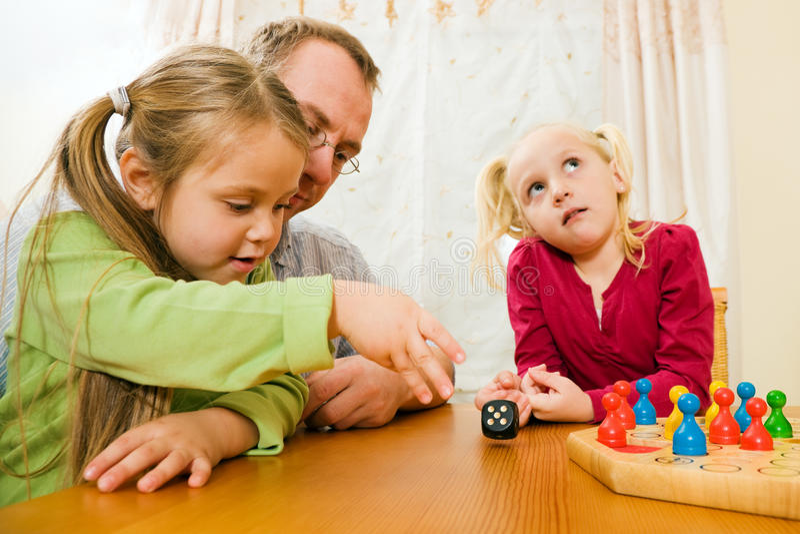 Download οικογενειακό παιχνίδι χ&a στοκ εικόνα. εικόνα από μητέρα - 13179513