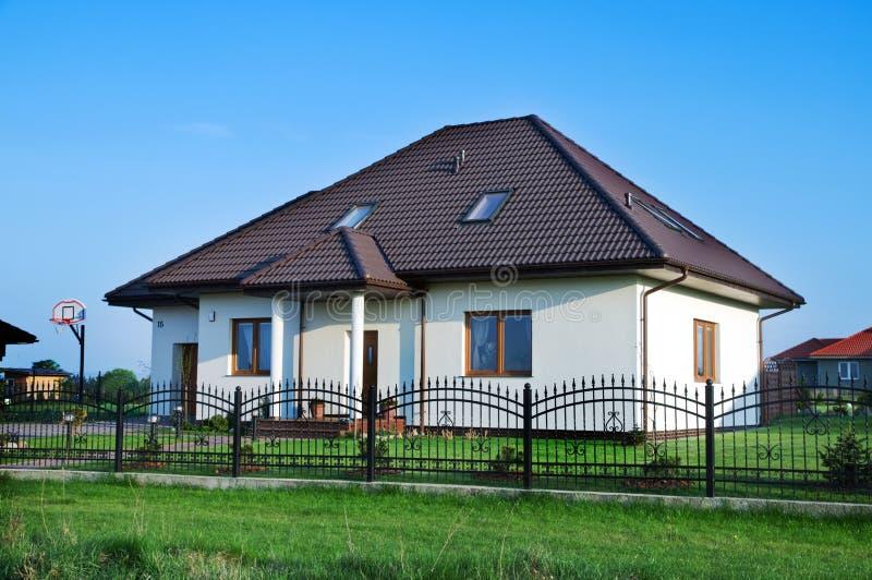 οικογενειακό σπίτι νέο στοκ εικόνες
