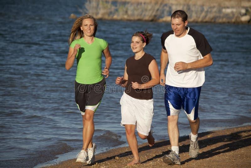οικογενειακό τρέξιμο μι&ka στοκ φωτογραφίες με δικαίωμα ελεύθερης χρήσης