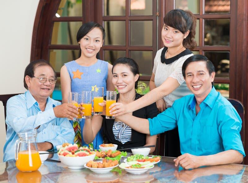 Οικογενειακό ψήσιμο στοκ φωτογραφία με δικαίωμα ελεύθερης χρήσης