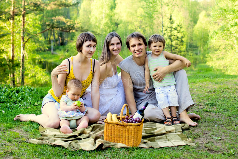 οικογενειακό picnic στοκ φωτογραφία με δικαίωμα ελεύθερης χρήσης