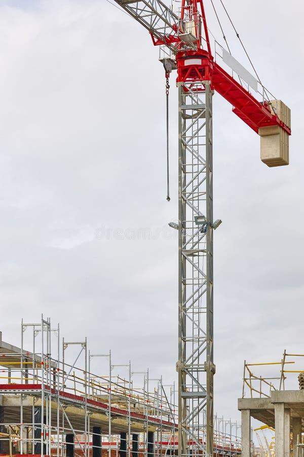 Οικοδόμηση κάτω από την κατασκευή Δομή μηχανημάτων γερανών Βιομηχανία στοκ φωτογραφία με δικαίωμα ελεύθερης χρήσης