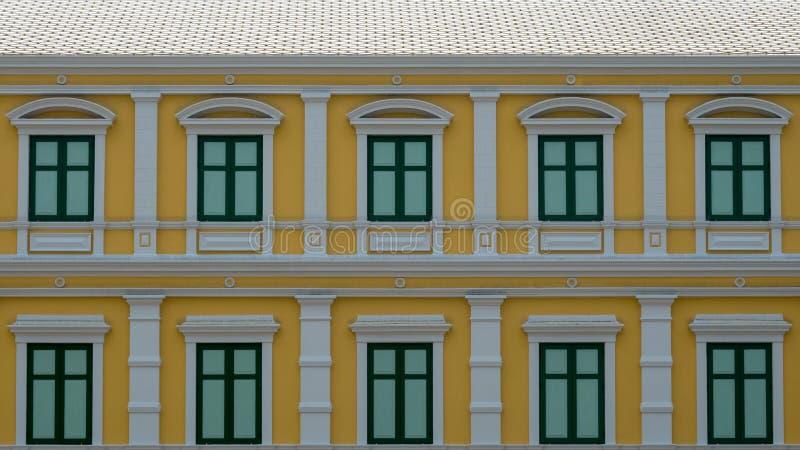 Οικοδόμηση πίσω από το κτήριο υπουργείου Αμύνης στην Ταϊλάνδη στοκ φωτογραφία