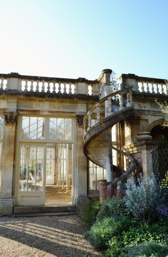 Οικοδόμηση στους κήπους του Castle Ashby στοκ εικόνα