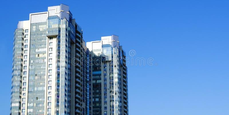 οικοδόμηση σύγχρονη Σύγχρονο κτίριο γραφείων με την πρόσοψη του γυαλιού στοκ εικόνες με δικαίωμα ελεύθερης χρήσης
