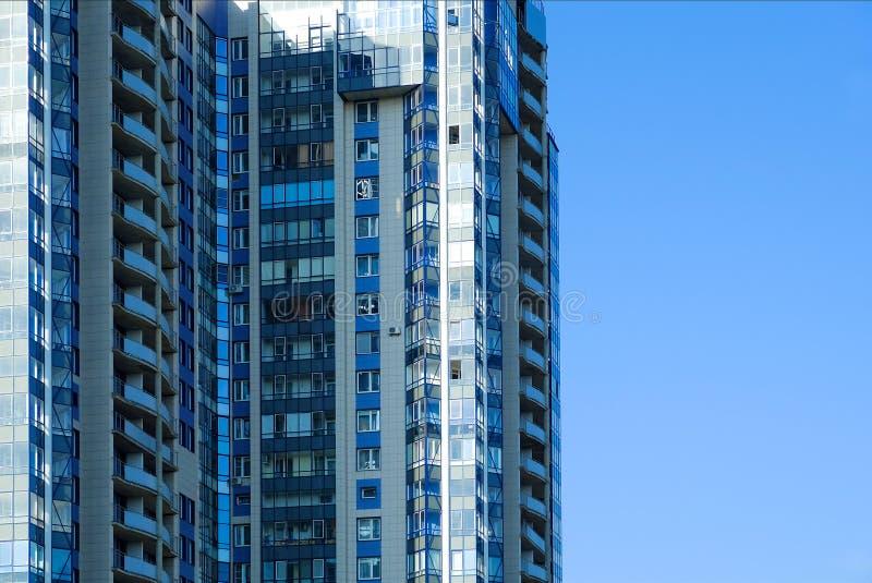 οικοδόμηση σύγχρονη Σύγχρονο κτίριο γραφείων με την πρόσοψη του γυαλιού στοκ φωτογραφίες με δικαίωμα ελεύθερης χρήσης