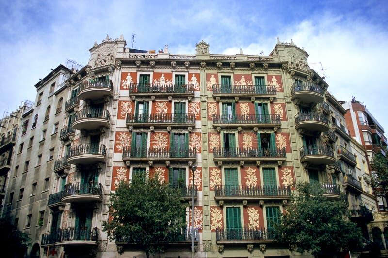 οικοδόμηση της Βαρκελώνης περίκομψη στοκ φωτογραφία με δικαίωμα ελεύθερης χρήσης