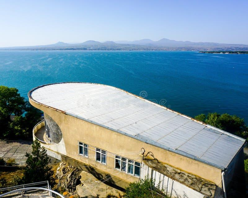 Οικοδόμηση της δεκαετίας του '70 Sevan λιμνών στοκ εικόνες με δικαίωμα ελεύθερης χρήσης