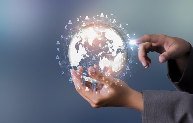 Οικονομική επιχείρηση και η αύξηση των παγκόσμιων χρημάτων στοκ εικόνα