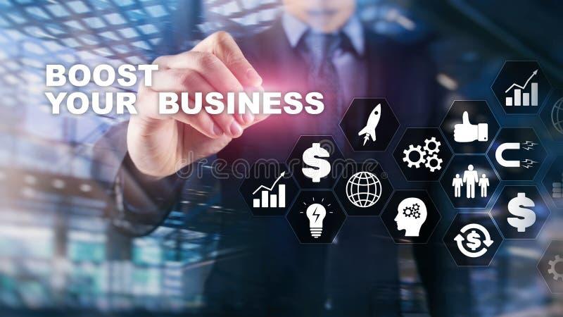 Οικονομική και έννοια τεχνολογίας Σε μια εικονική επιγραφή οθόνης: Ωθήστε την επιχείρησή σας στοκ φωτογραφίες