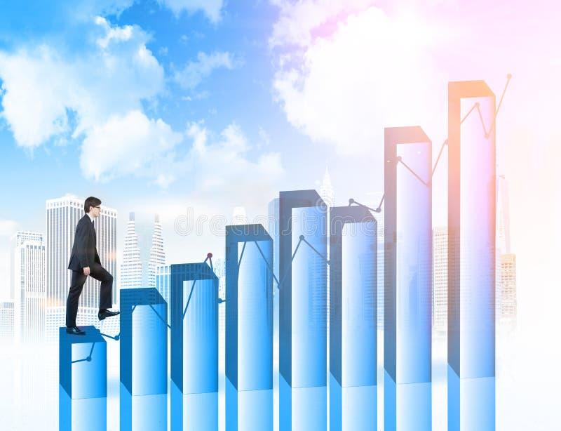 Οικονομικό άτομο αύξησης που περπατά επάνω στοκ φωτογραφία