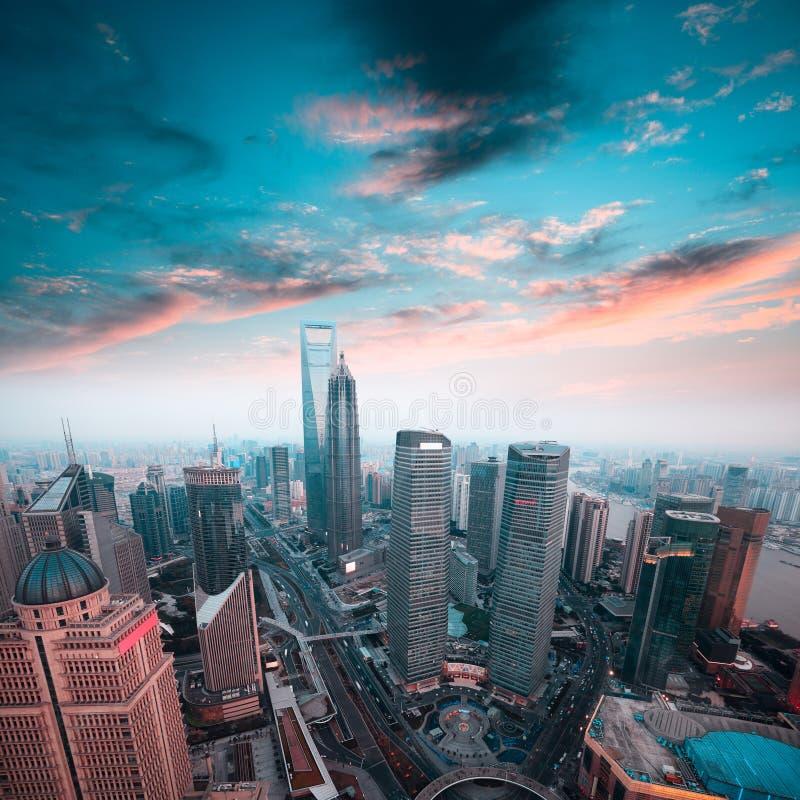 Οικονομικό κέντρο της Σαγκάη στο ηλιοβασίλεμα στοκ εικόνες με δικαίωμα ελεύθερης χρήσης