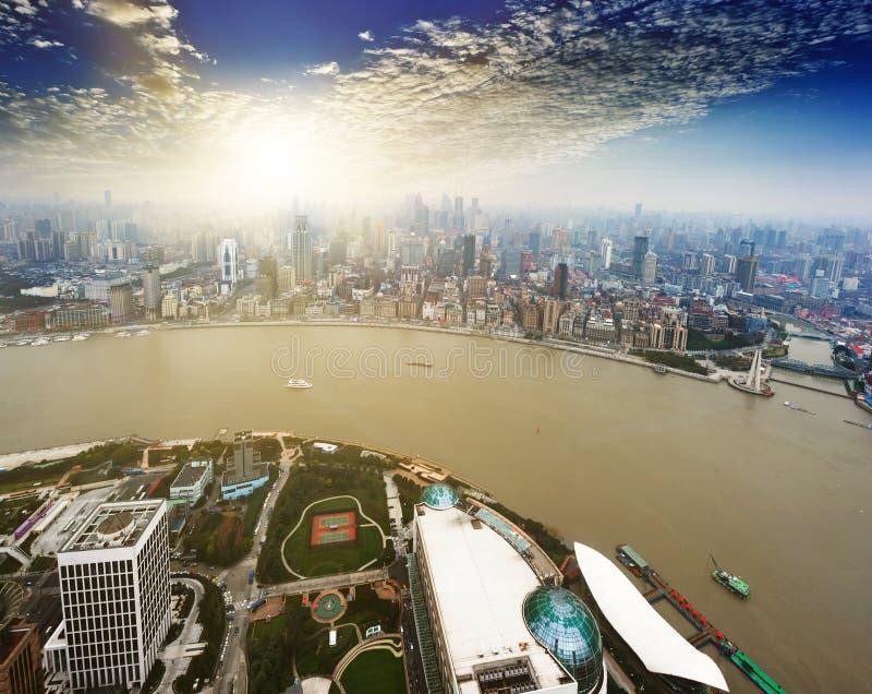 Οικονομικό κέντρο lujiazui της Σαγκάη κατά μέρος ο ποταμός huangpu στοκ εικόνα